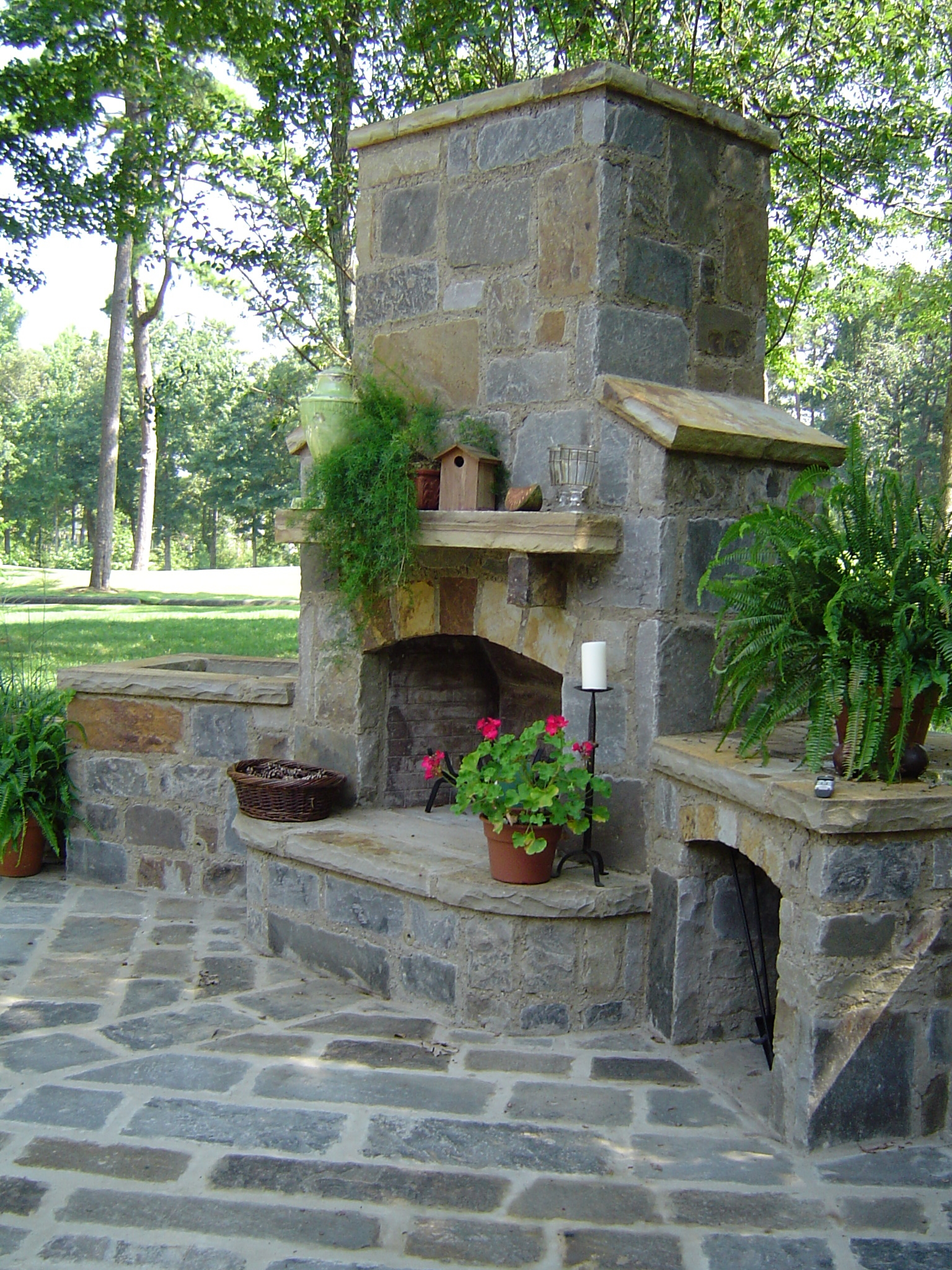 Flagstone outdoor fireplace for Outdoor patio fireplace ideas